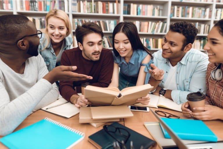Set The Right Expectations When Enrolling For A Summer School That Teaches English Literature